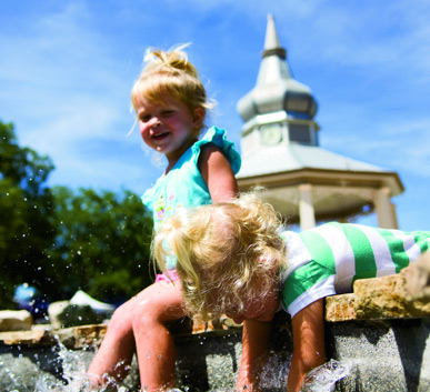Children playing in the Boerne fountain.